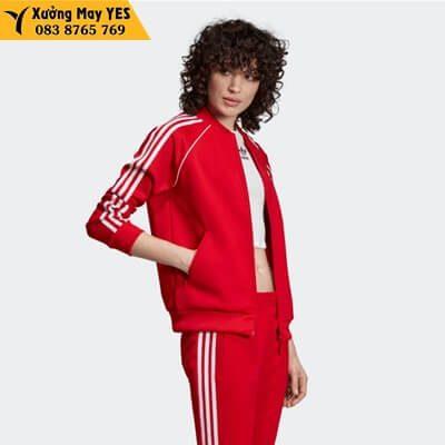 Bộ quần áo thể thao đỏ