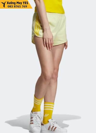 quần short nữ thể thao vàng